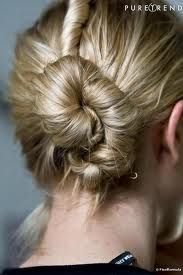 photo de coiffure simple quotidienne cheveux-mi longs