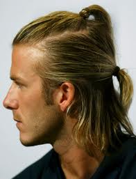 Coiffure pour homme au cheveux long