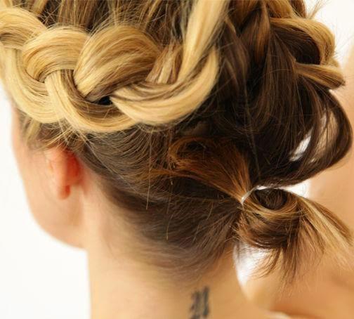 Coiffure facile pour les cheveux courts