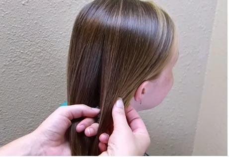 Une coiffure soirée pour petite fille