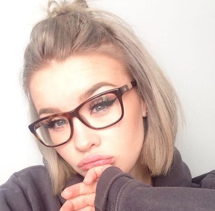 Coupe de cheveux femme mi long lunette