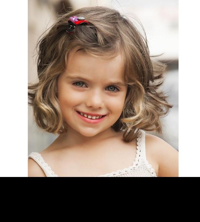 25 belles coupes pour petites filles coiffure simple et facile - Coupe de mariage pour petite fille ...