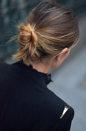 10 chignons ultra rapides pour cheveux courts coiffure simple et facile - Chignon facile et rapide ...