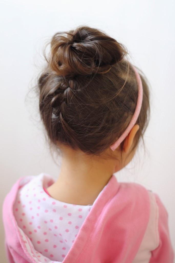 30 coiffures magnifiques faciles et rapides pour petites filles coiffure simple et facile. Black Bedroom Furniture Sets. Home Design Ideas