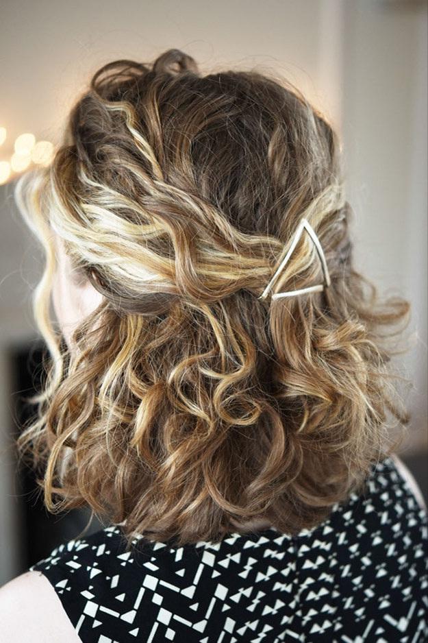 Coiffures-Pratiques-Sur-Cheveux-Bouclés-10