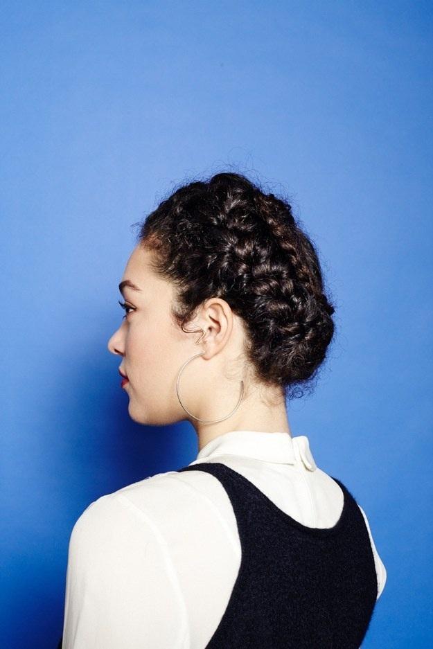 Coiffures-Pratiques-Sur-Cheveux-Bouclés-17