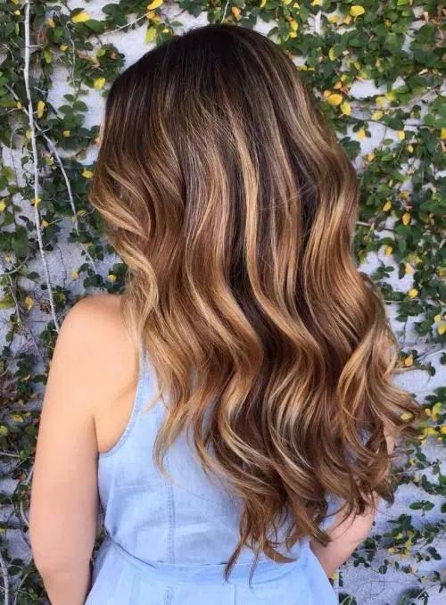 Idées-de-Balayage-Blonds-Caramel-et-Marrons-15