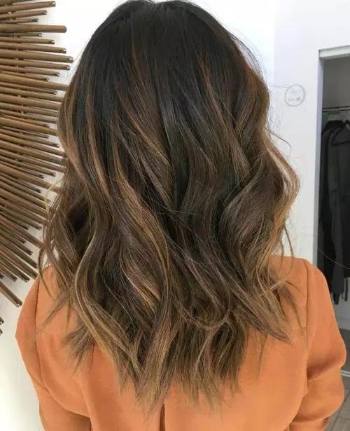 Idées-de-Balayage-Blonds-Caramel-et-Marrons-18