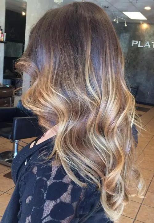 Idées-de-Balayage-Blonds-Caramel-et-Marrons-30