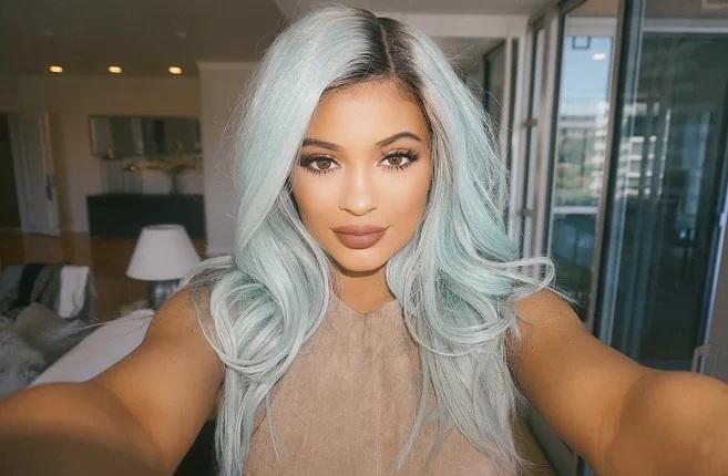 Couleur des cheveux Kylie Jenner  12