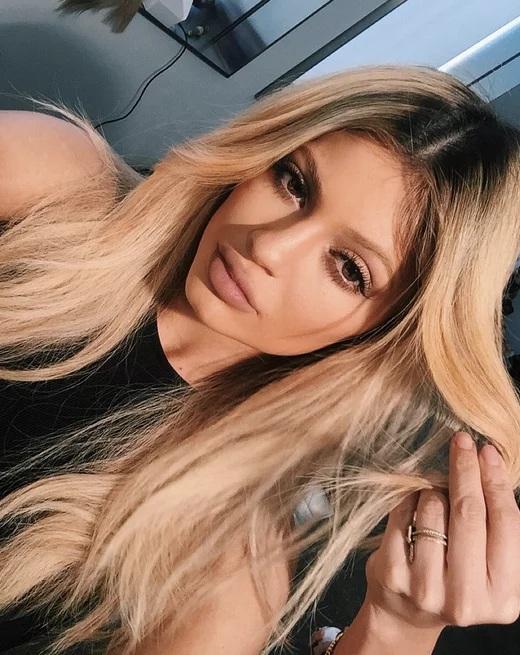Couleur des cheveux Kylie Jenner  13