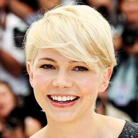 Derniers Celebrity coiffures courtes 16