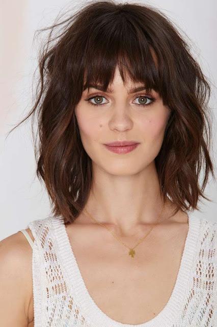 cheveux-de-longueur-avec-une-frange-1