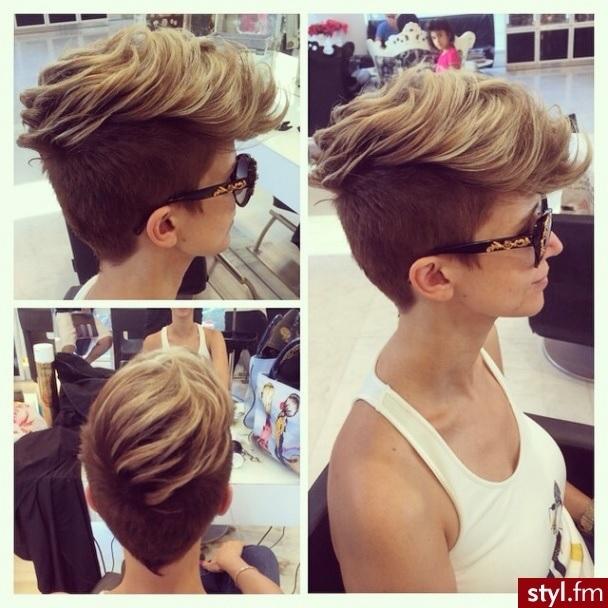 charismatique pour les cheveux courts 2