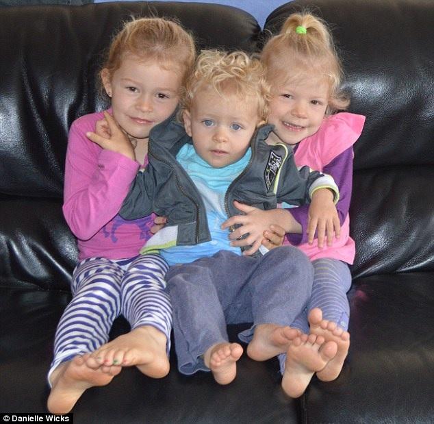 Les cheveux de Ses Trois Enfants 1