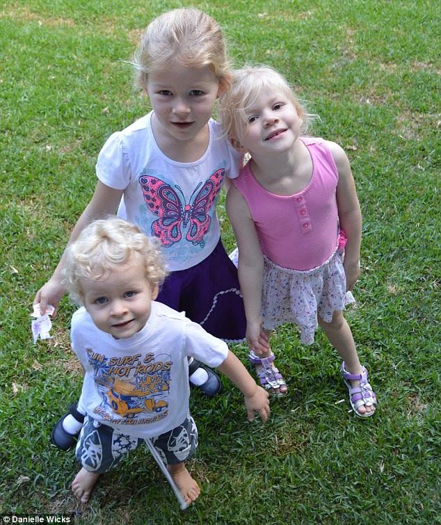 Les cheveux de Ses Trois Enfants 9