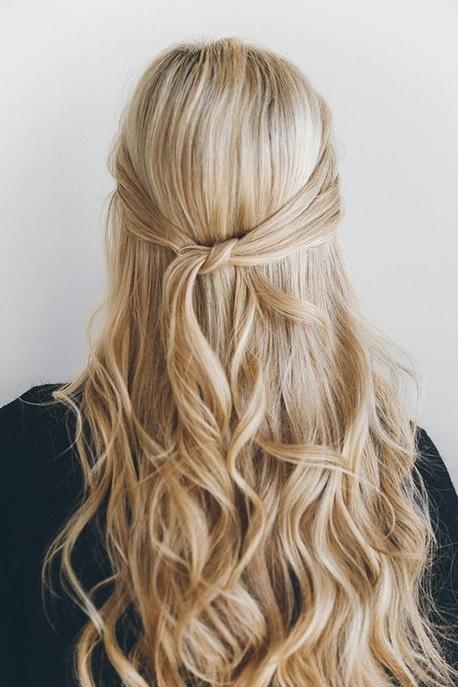 30 belles id es de coiffures pratiques pour cheveux mi longs coiffure simple et facile. Black Bedroom Furniture Sets. Home Design Ideas