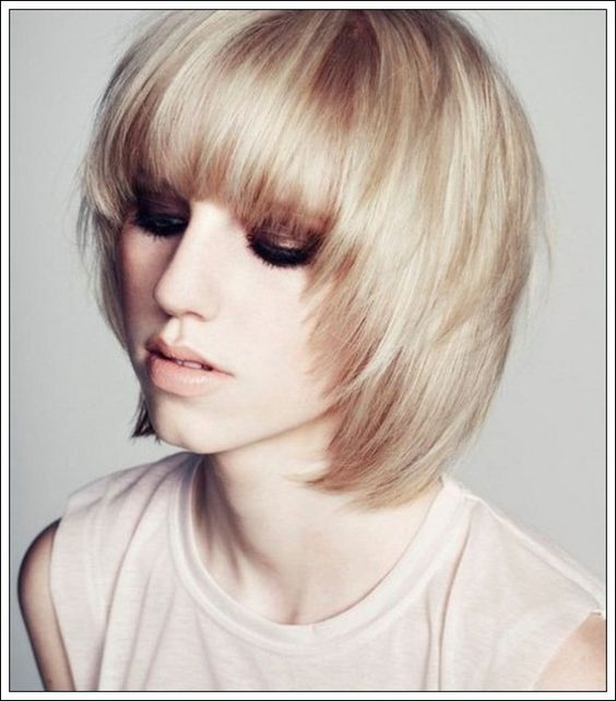 les meilleures id es de coupes mi longues pour cheveux fins coiffure simple et facile. Black Bedroom Furniture Sets. Home Design Ideas