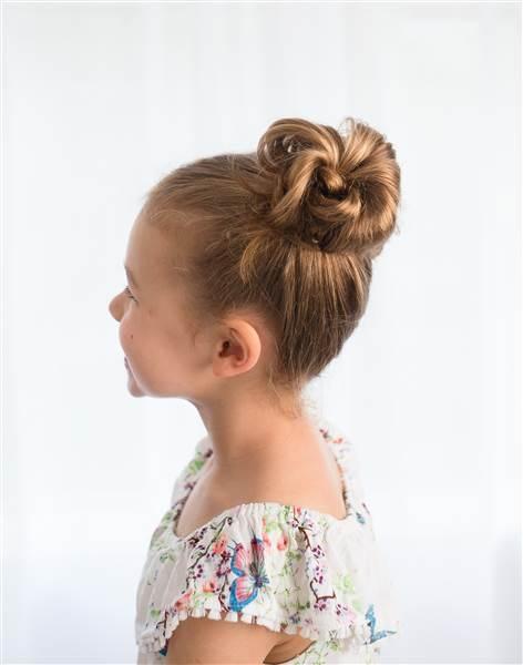 les meilleures coiffures d 39 cole pour votre petite fille. Black Bedroom Furniture Sets. Home Design Ideas