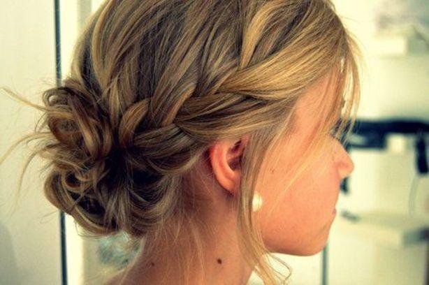 17 belles coiffures faciles et rapides pour cheveux courts. Black Bedroom Furniture Sets. Home Design Ideas