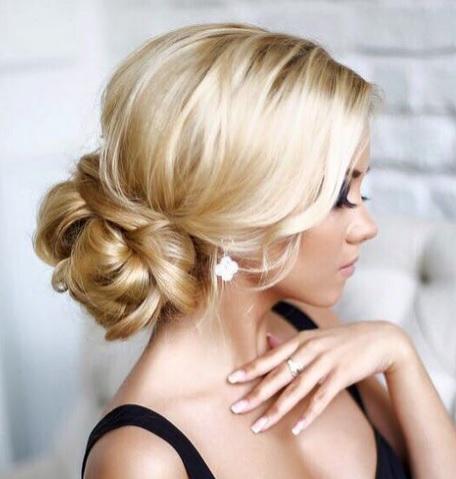 Coiffures soir e fashion pour c l brer noel coiffure - Coiffure soiree simple ...
