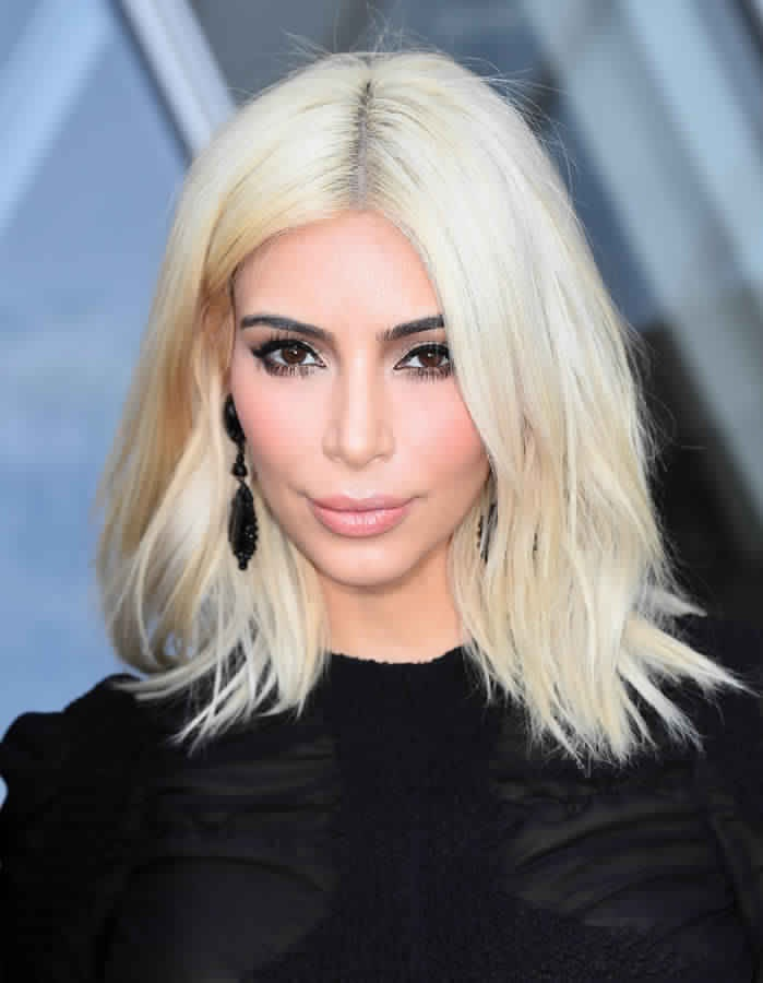 Fabuleux Kim Kardashian Change Le Look Et Passe Pour Le Blond Platine  VC26