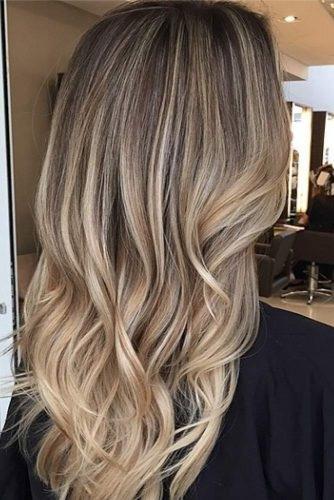 balayage naturel sur cheveux blond foncé