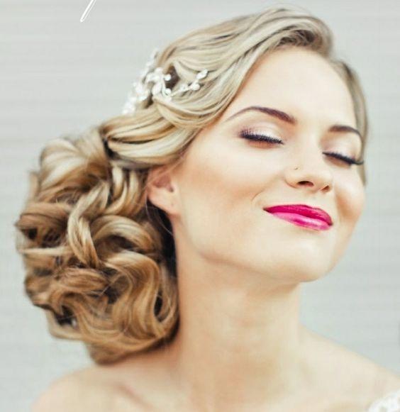 coiffure femme mariage les plus belles coiffures mariage tendance 2017 coiffure simple et facile. Black Bedroom Furniture Sets. Home Design Ideas