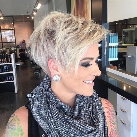 Coupes courtes femme tendance 2017 coiffure simple et facile - Coupes courtes 2018 ...