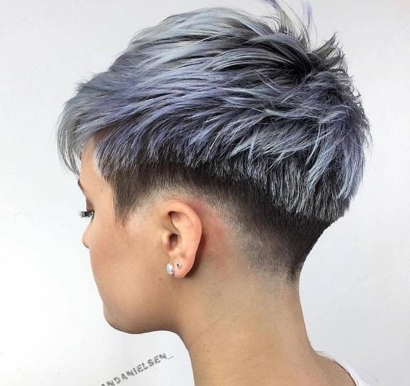 coupe courte cheveux fin 25 mod les hyper styl s de coupes courtes pour femmes coiffure. Black Bedroom Furniture Sets. Home Design Ideas