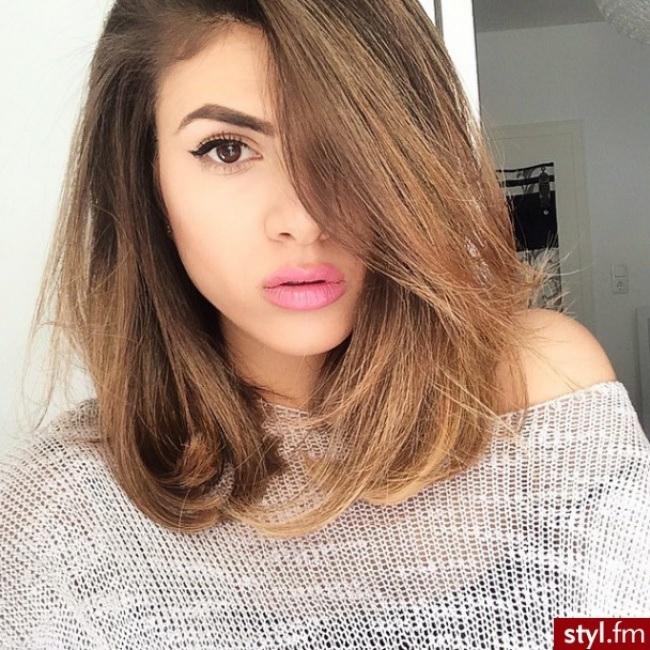 Cheveux mi longs tendance 2017 coiffure simple et facile - Modele coupe carre plongeant mi long ...