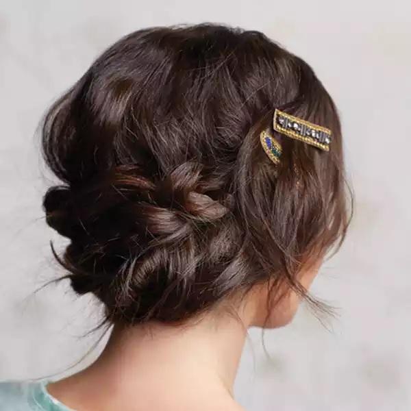 15 belles coiffures rapides et faciles pour les cheveux longs coiffure simple et facile. Black Bedroom Furniture Sets. Home Design Ideas