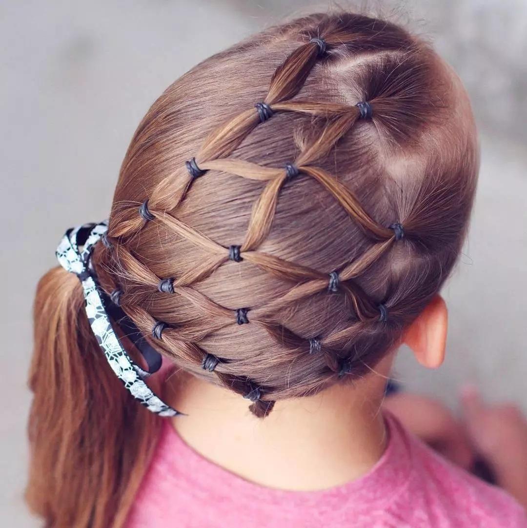 15 belles coiffures pour votre petite fille inspirez vous. Black Bedroom Furniture Sets. Home Design Ideas