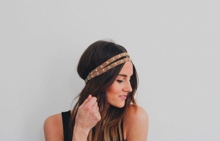 coiffure avec un headband coiffure simple et facile. Black Bedroom Furniture Sets. Home Design Ideas