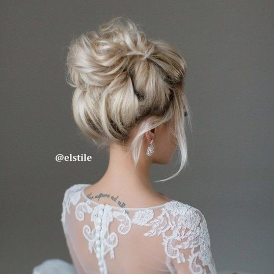 coiffure mariage chignon haut coiffure simple et facile. Black Bedroom Furniture Sets. Home Design Ideas