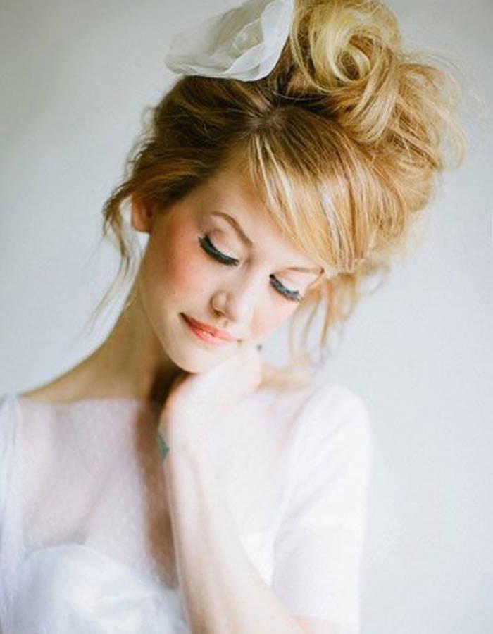 Coiffure mariage chignon haut coiffure simple et facile - Coiffure mariage simple et chic ...