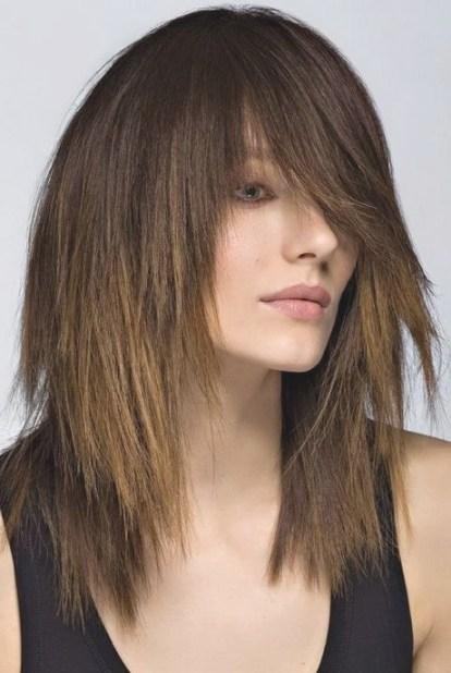 coupe effilée cheveux mi long